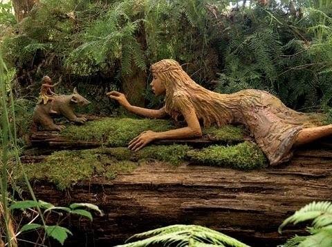 skulpturos ant seno rasto
