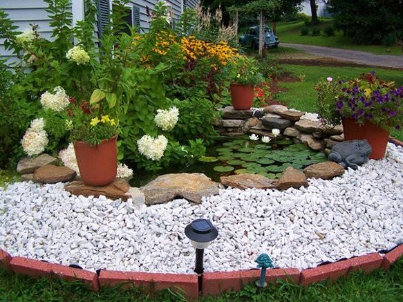 sodo baseinas balti akmenukai geles